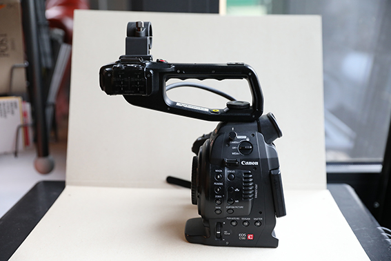 Canon C100 / Full HD Videokamera (nur Body)